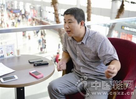 他走品牌化经营路线 开出上百家红蜻蜓专卖店