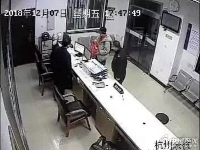 16岁少年8000元球鞋被老爸砸坏 随即报警:把我爸爸抓起来