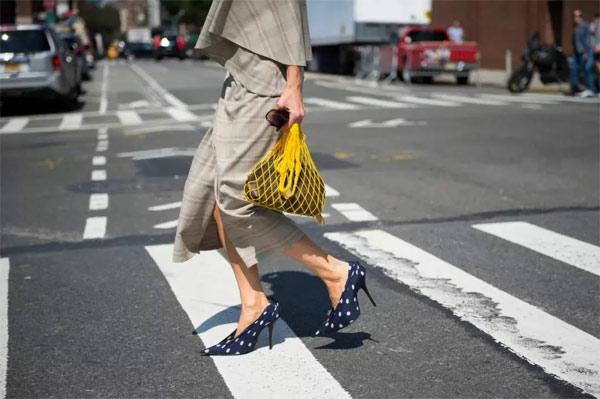 丹比奴鞋履潮流|想要時髦又少女,你的鞋柜里還得有雙波點鞋!