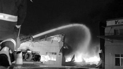 意尔康仓库突发火灾 价值900万的新款女鞋被烧毁
