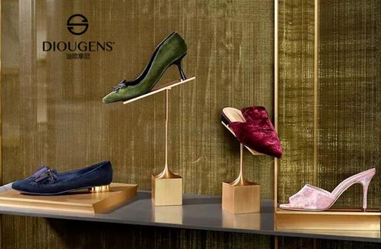 迪欧摩尼时尚休闲鞋包店:营造高性价的购物体验!