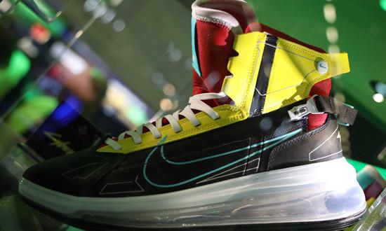 《赛博朋克 2077》打造超限量 Nike Air Max 720 SATRN