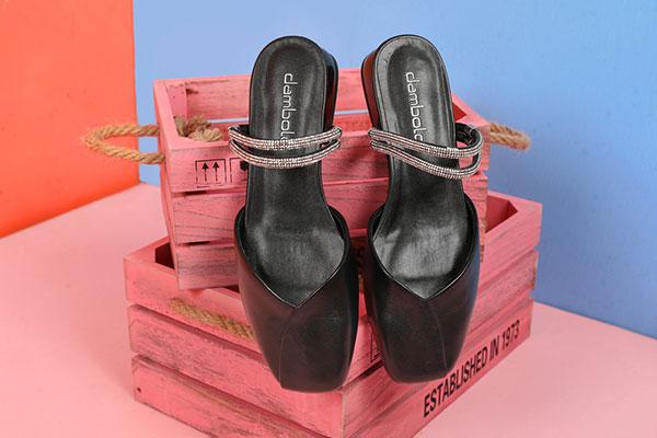 怎么才能選擇出優質的女鞋品牌,加盟丹比奴女鞋需滿足什么條件?