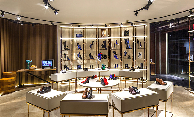 服裝鞋類下滑 星期六上半年凈虧損1.04億元