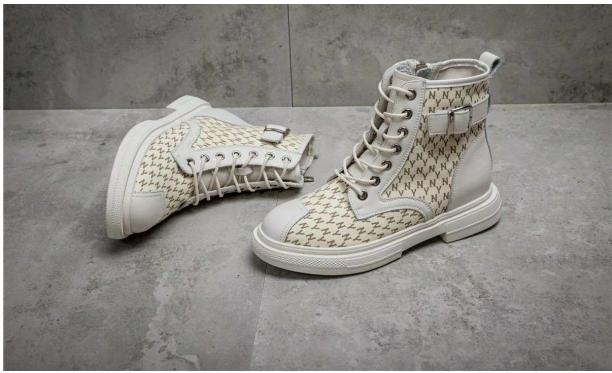 買鞋就選靚思圖,給你時尚又潮流的感覺!