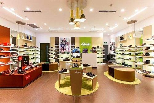 """""""李寧""""將以1億英鎊收購英國經典鞋履品牌Clarks"""