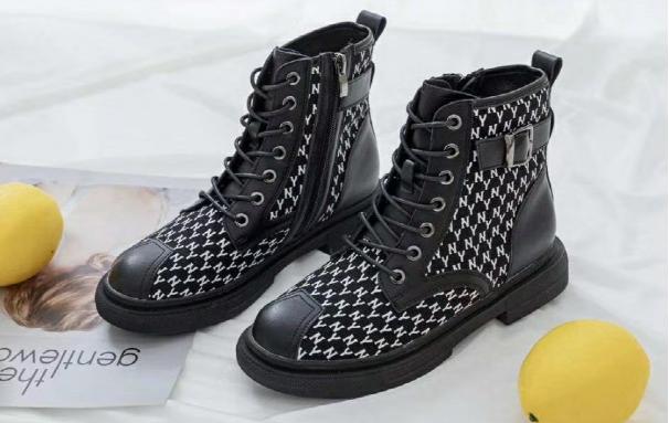 靓思图时尚女鞋,快节奏生活的女性购物首选