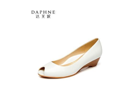 达芙妮女鞋尽显时尚女性足下精彩