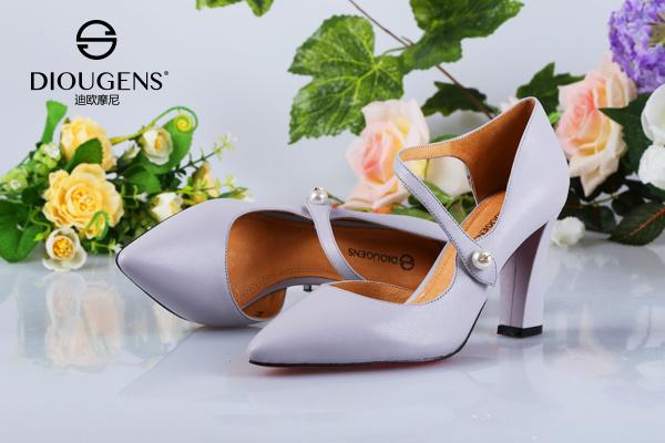加盟女鞋开店,迪欧摩尼是如何满足大众需求的呢