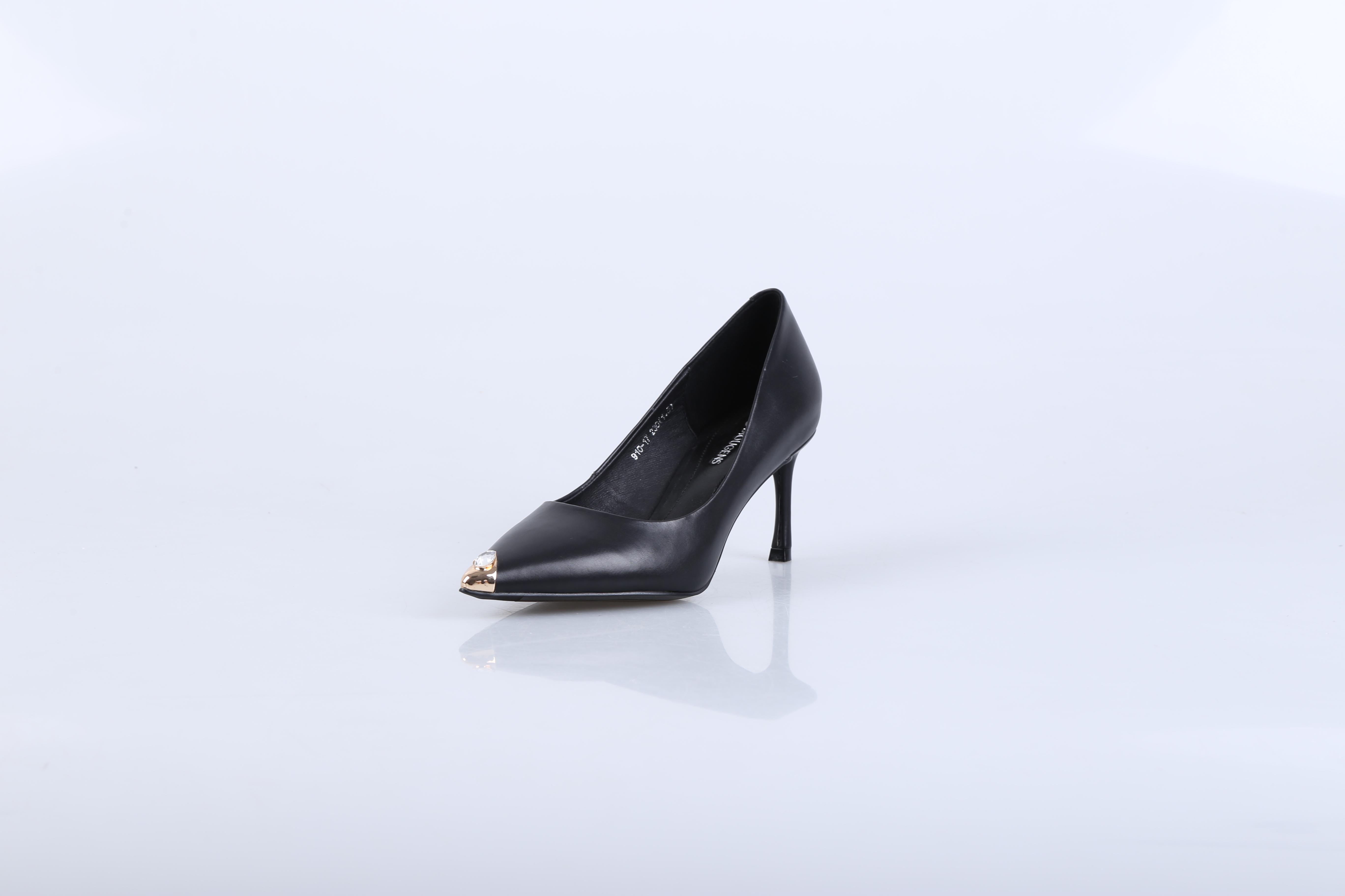广东十大女鞋品牌,迪欧摩尼用特色款式、实用功能吸引众目