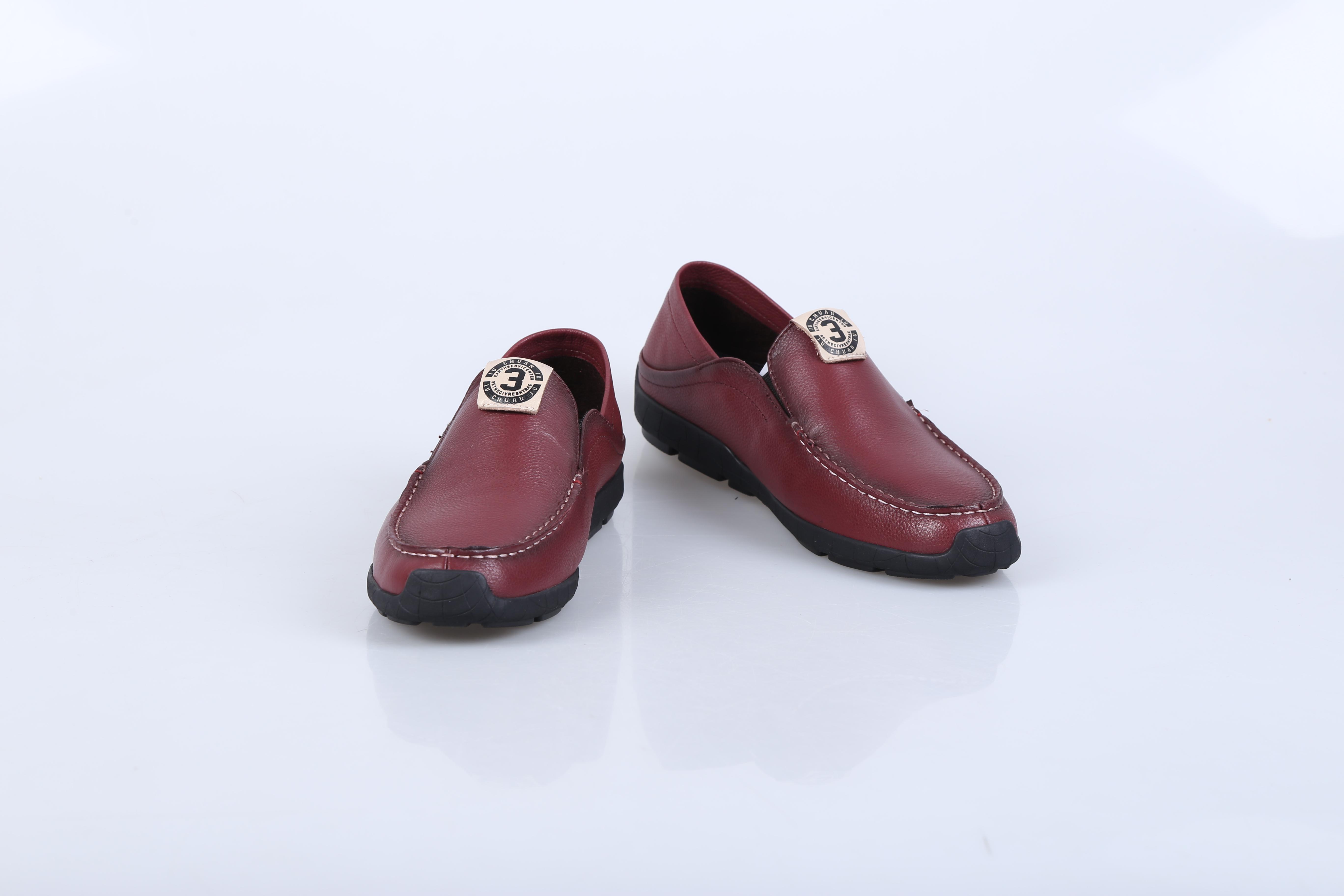 广州男士休闲鞋十大品牌 迪欧摩尼休闲鞋简洁而经典