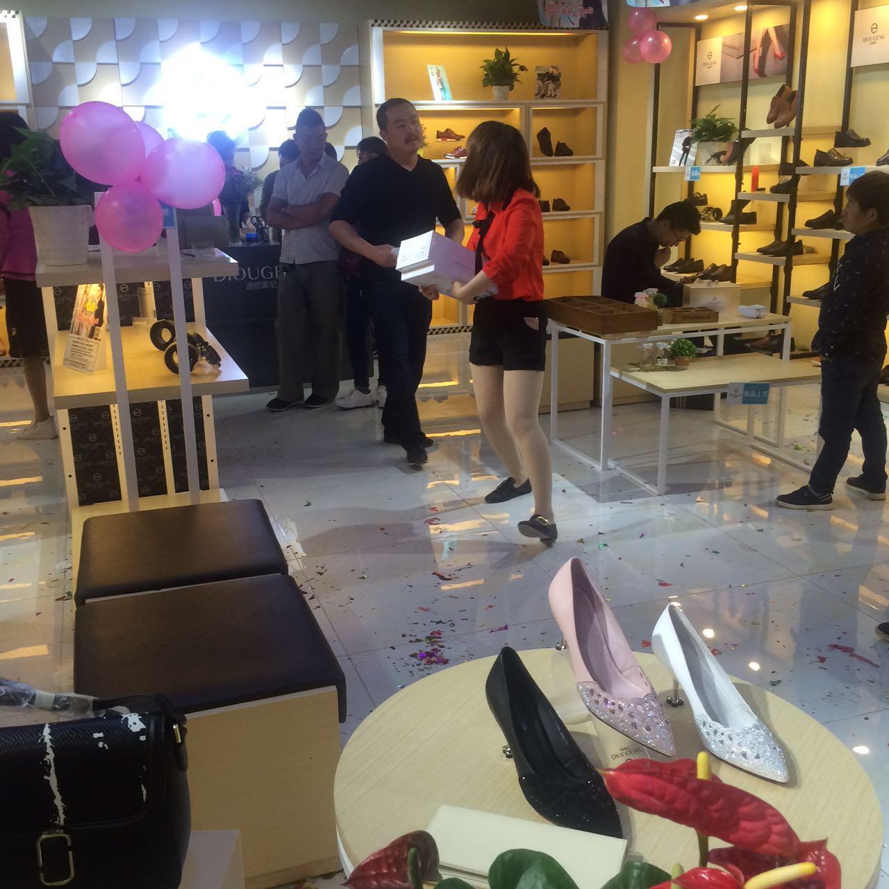 开个鞋店得投资多少资金 多少钱可以投资迪欧摩尼女鞋