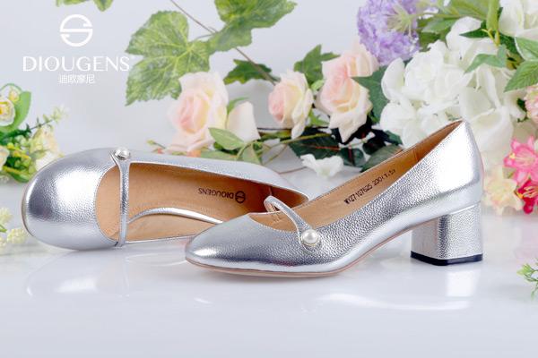 哪个牌子的鞋包比较年轻时尚?迪欧摩尼女性心头好!