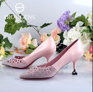 迪欧摩尼时尚精品女鞋加盟品牌前景好,令你创业无忧
