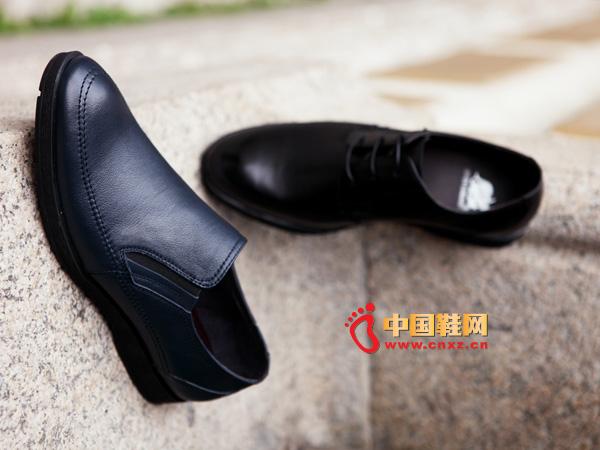 sevenkangaroo(斯凯瑞)黑色套脚防滑男士休闲皮鞋5333