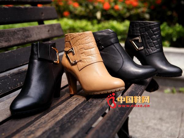sevenkangaroo(斯凯瑞)中邦粗跟套脚时尚女短靴5379