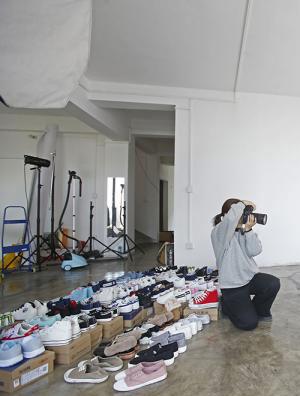 一位脚模的12小时:一天拍40双鞋,收入8000元