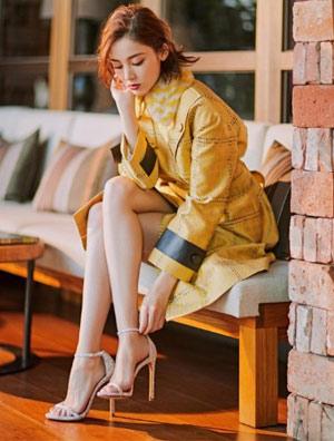 娜扎穿着Stuart Weitzman演绎2017秋冬新款长靴