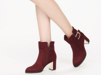 鞋柜2017冬女绒面金属扣鞋子