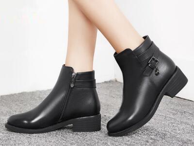 意尔康2017冬时尚粗跟舒适保暖女靴