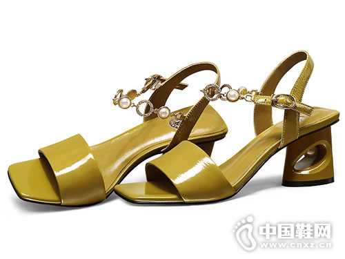 2018柯玛尼克女鞋中粗跟凉鞋新款产品