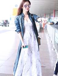 林志玲穿碎花长裙搭配轻松运动鞋现身机场图片