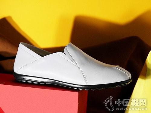 公牛世家休闲鞋2018新款休闲单鞋