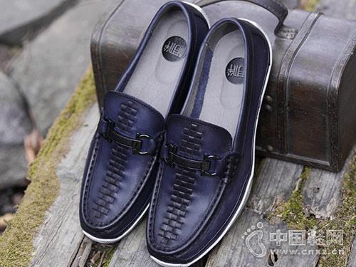 相伴真皮男鞋2018新款休闲鞋