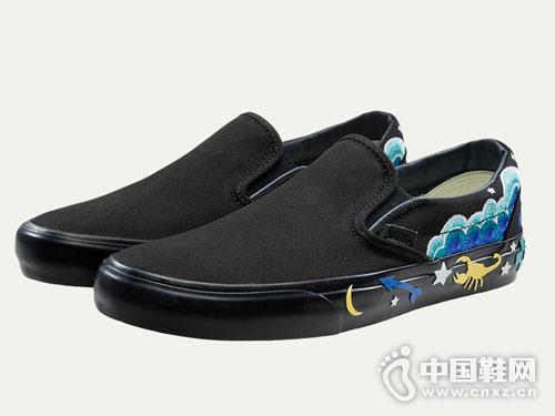 范斯Vans休闲布鞋2018新款帆布鞋