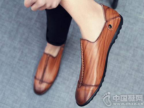 �ド�男鞋2018新款休�e皮鞋