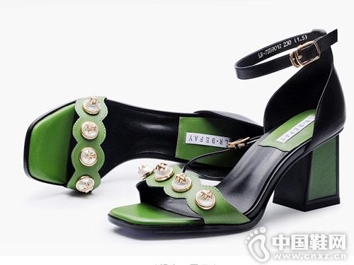 左右缤纷女鞋2018新款粗跟单鞋
