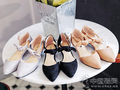 琪可朵女鞋2018新款后空单鞋