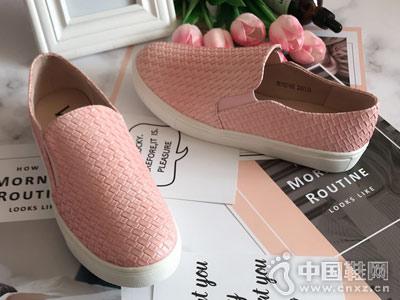 沃格女鞋新款休闲板鞋