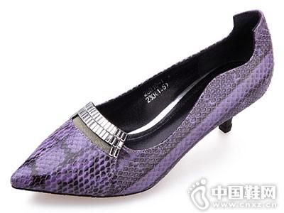IGG女鞋新款时装单鞋产品
