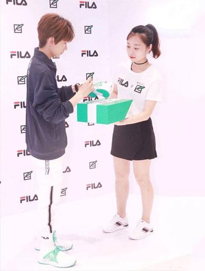 强强联手!王源成为FILA全新品牌代言人 现身上海活动现场