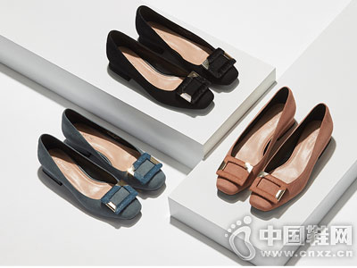 Daphne达芙妮2018秋新款方头平跟鞋