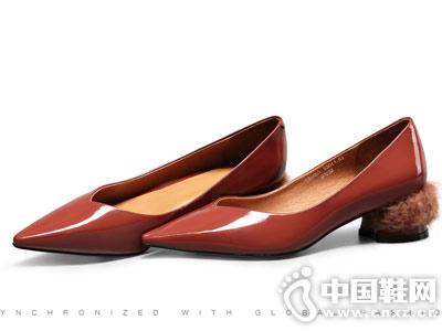 柯玛妮克2018秋季新款尖头牛漆皮中跟女鞋