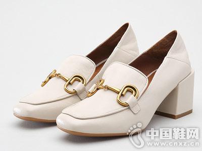 思加图2018秋羊皮时尚粗跟女单鞋