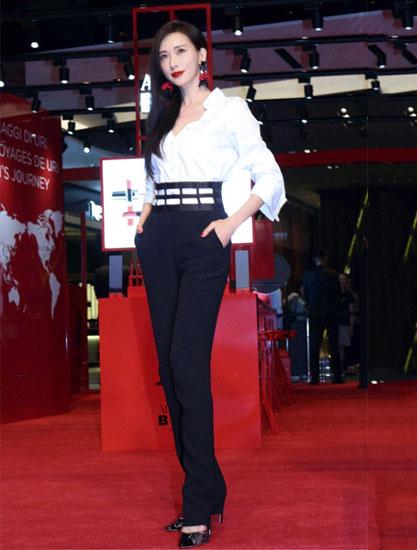 """林志玲穿长裤秀""""两米""""长腿 惊艳众人"""