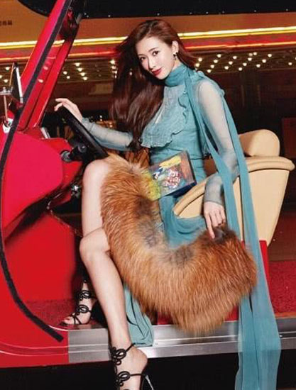 林志玲穿奶奶鞋亮相 减龄万分似少女 年轻了20岁不止!