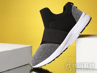 必登高新款时尚运动鞋