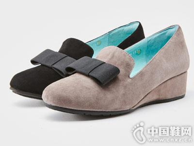 蝴蝶结坡跟半深口鞋卡迪娜新款
