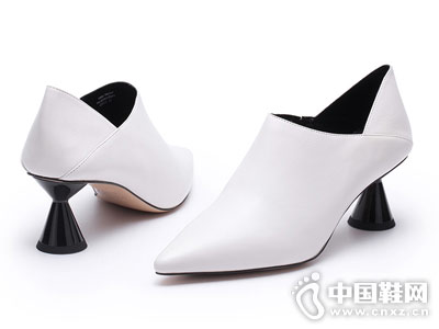 VME舞魅时尚尖头中跟异形跟女单鞋