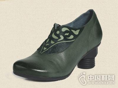 相伴手工原创女鞋复古雕花尖头高跟鞋