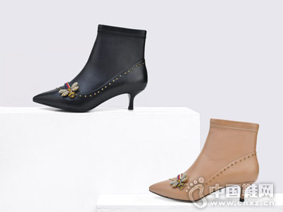 Classical卡斯高2018秋冬铆钉尖头短靴