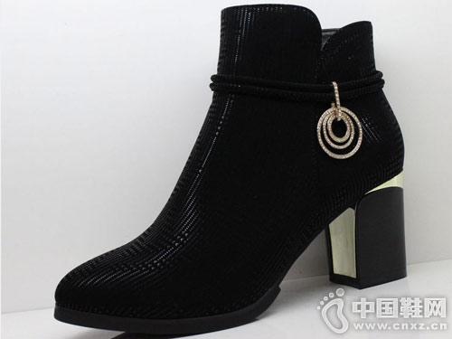 2018冬季新款时尚马丁靴三雄麒短靴