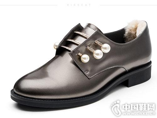 接吻猫秋新款时尚小皮鞋珍珠鞋