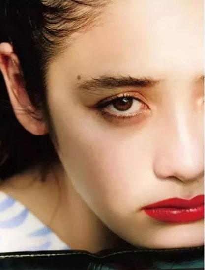 龙足穿搭:眉毛画对、颜值翻倍 最流行的眉毛怎么画?