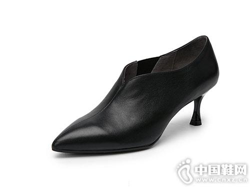 伊伴2018新款高跟深口女鞋