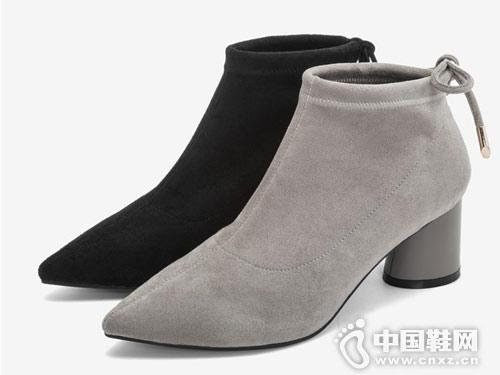 百思图2018冬季新款优雅尖头粗跟女皮靴